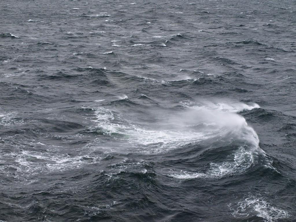 Zwei Meter hohe Wellen