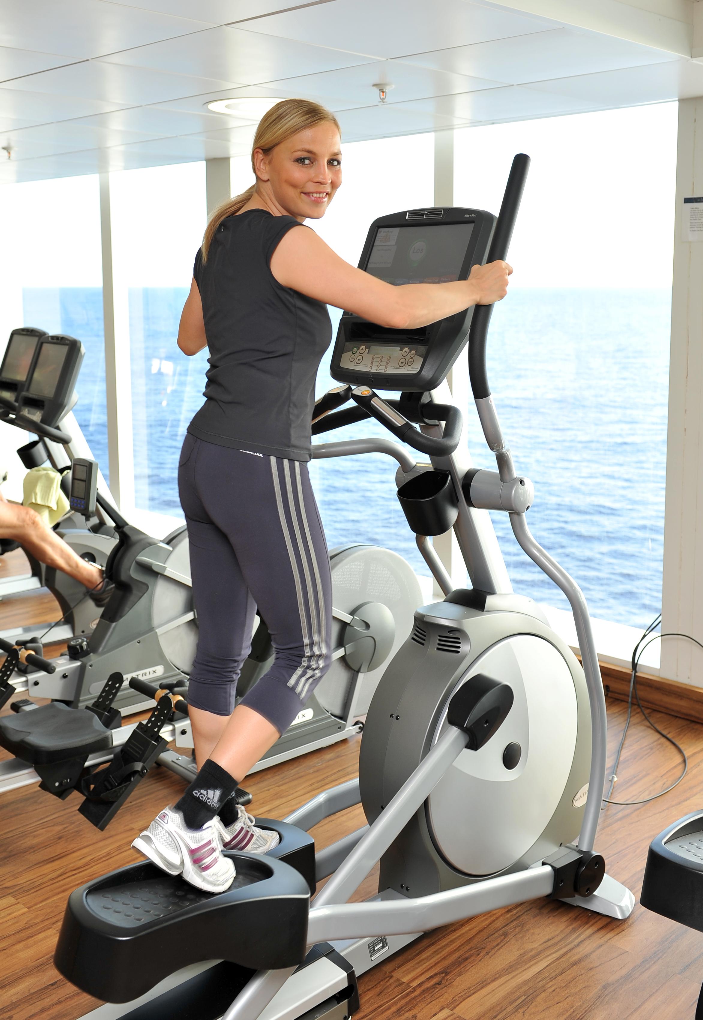 tui cruises erste fitness woche mit regina halmich auf. Black Bedroom Furniture Sets. Home Design Ideas