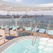 Mein Schiff 1 TUI Cruises Taufe in Hamburg-Pooldeck
