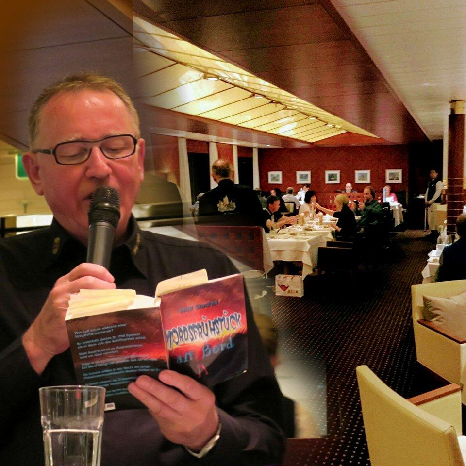 Autor Wolf Stachel feiert Krimidinner-Premiere an Bord der AIDAvita